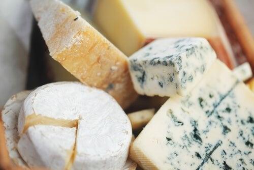 Diversi formaggi