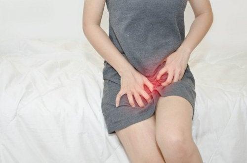Donna con prurito vaginale