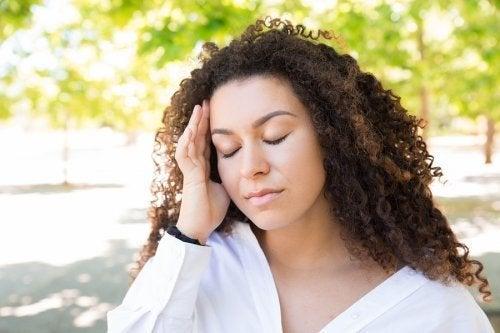 Mal di testa in estate e come calmarne i sintomi