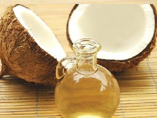 Olio di cocco e argilla per capelli più luminosi