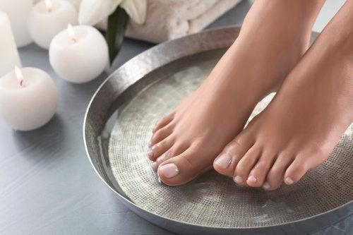 Pediluvi per ammorbidire la pelle dei piedi