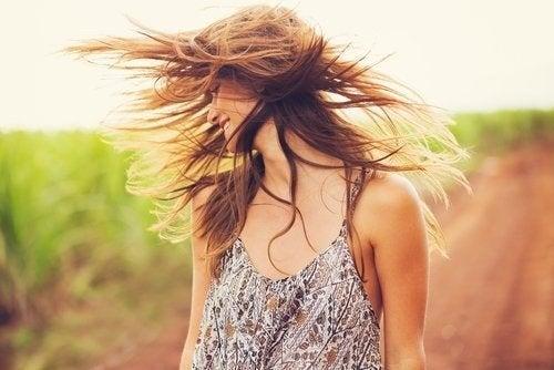 Rivitalizzare i capelli con argilla e olio di cocco