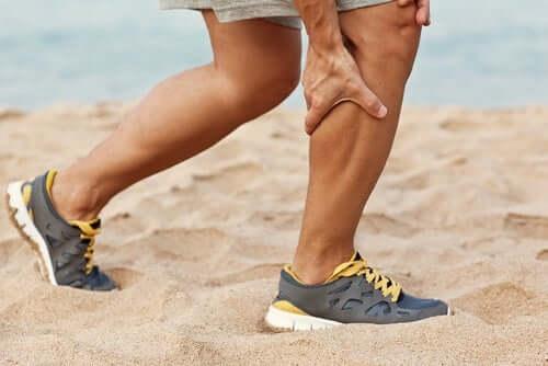 Crampi ai polpacci: perché si presentano?