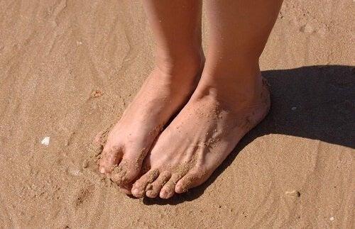 Adulto con piedi piatti