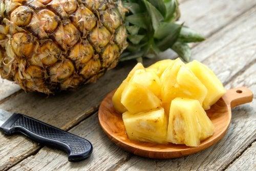 Ananas tagliato a cubetti