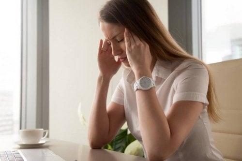 impianto contraccettivo sottocutaneo, mal di testa