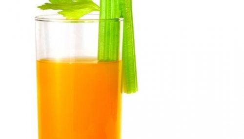 Frullato arancia e sedano