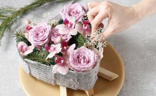 Realizzare fiori con diversi materiali