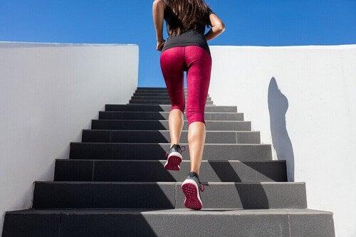 Salire e scendere le scale.