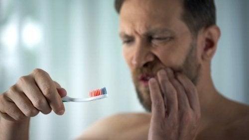 Sanguinamento delle gengive: a cosa è dovuto?