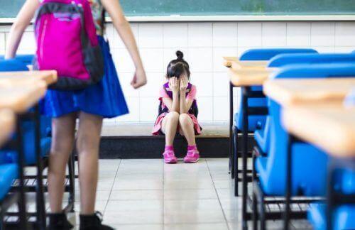 Bullismo nei bambini che vanno a scuola