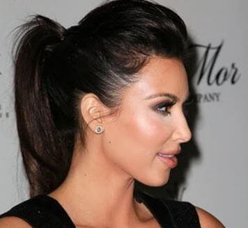 La coda con toupet è adatta per qualunque tipo di capelli