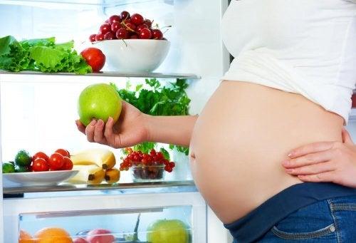 Come mangiare durante la gravidanza