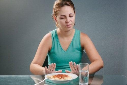 Donna rifiuta piatto di pasta
