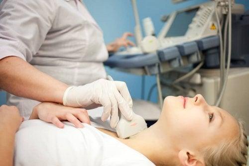 Noduli alla tiroide, ecografia