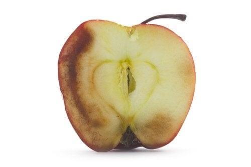 Frutta ossidata: cosa succede se la mangiamo?