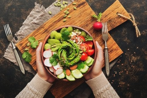 Saltare cena, ciotola con verdure