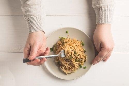 Pasta o riso a cena: è meglio evitarli?