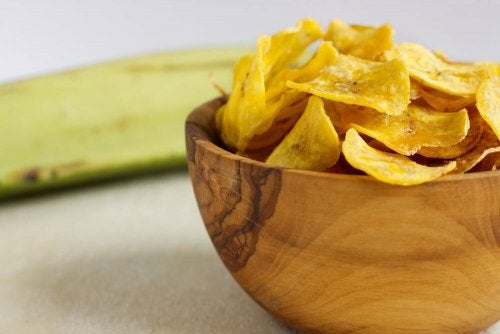 Le chips di verdure sono snack sani da portare al lavoro