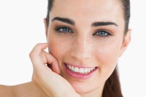 Nutrirsi bene per una pelle luminosa e sana