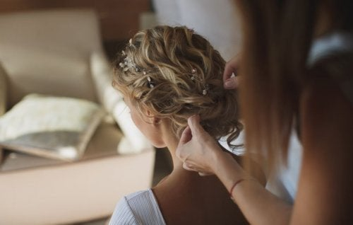 Realizzazione di un'acconciatura da sposa