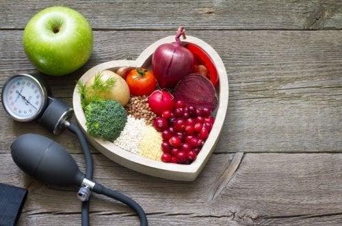 Tenere sotto controllo il colesterolo alto in 5 mosse