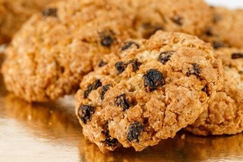 Biscotti all'avena e uvetta senza zucchero