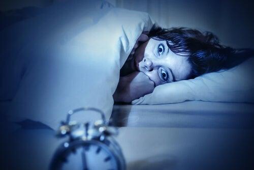 Donna che soffre di insonnia