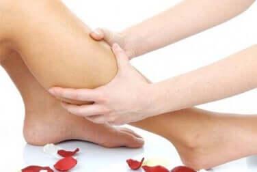 Massaggio per i crampi alle gambe