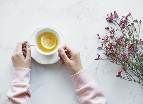 Tazza di té al limone