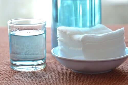 Rimuovere il tappo di cerume con acqua ossigenata
