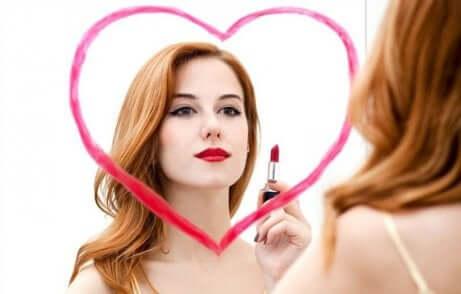 Donna che ama se stessa
