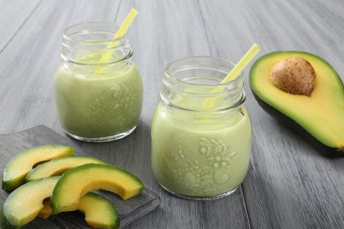 Frullato di yogurt e avocado