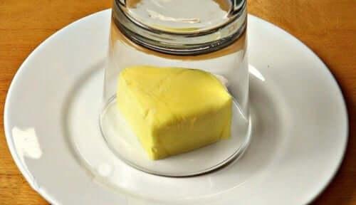 Burro all'aglio: deliziosa ricetta per insaporire i piatti
