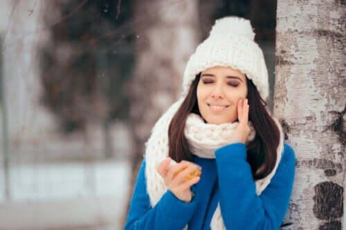 Curare la pelle grassa in inverno