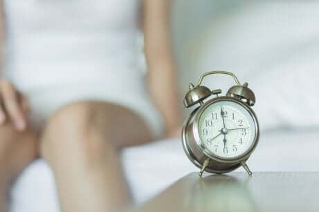 Sveglia che suona al mattino