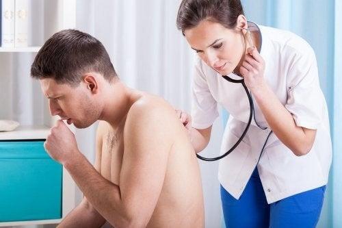 Perché tossiamo e quanti tipi di tosse esistono?