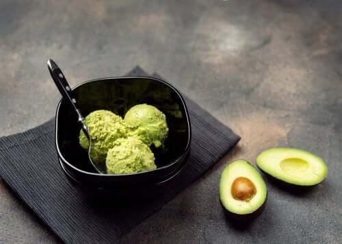 Salsa cremosa di avocado: più gusto alle insalate!