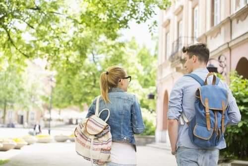 Gli zaini per la scuola e il mal di schiena