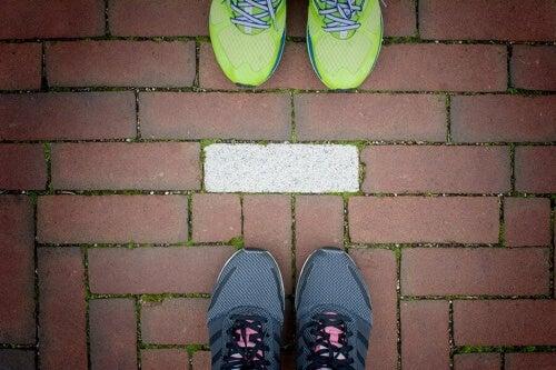 Allenamento di coppia: 6 esercizi da fare all'aperto