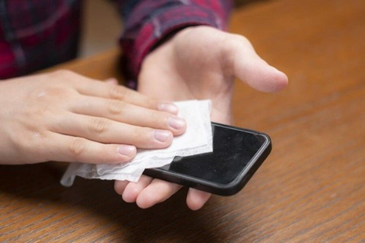 Candeggina Sulla Pelle Rimedi disinfettare il cellulare, i consigli degli esperti - vivere