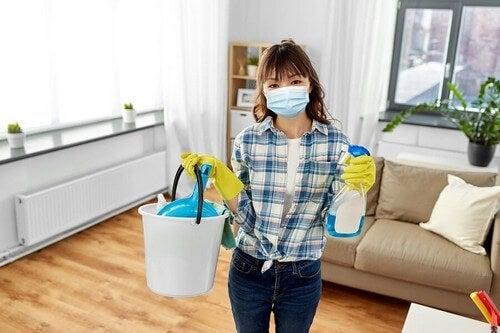Pulire e disinfettare la casa: ecco come fare