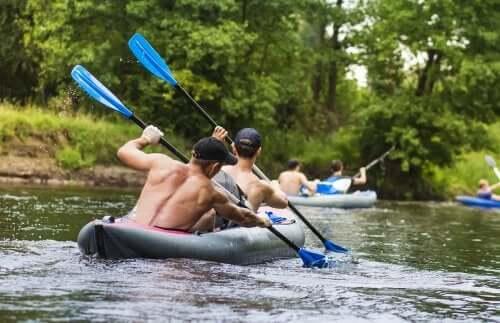 Uomini in kayak