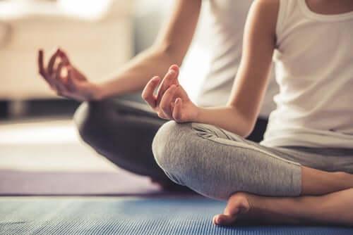 Persone che meditano