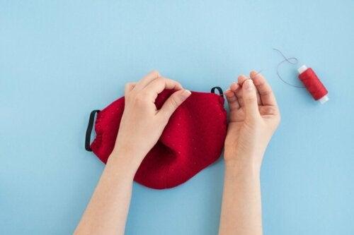 Realizzare mascherine di stoffa in casa con il cotone