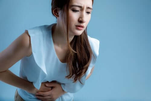 Donna con gastrite