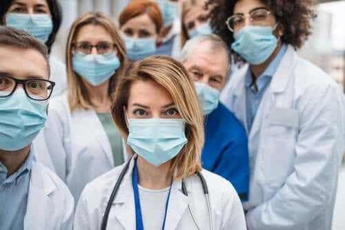 Operatori sanitari contagiati: perché così tanti?