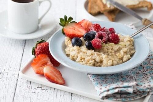 Avena e macedonia a colazione