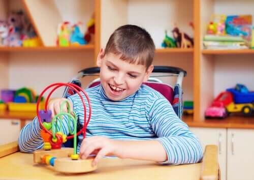 Bambino con autismo e giochi