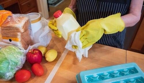Disinfettare il cibo per prevenire il contagio?